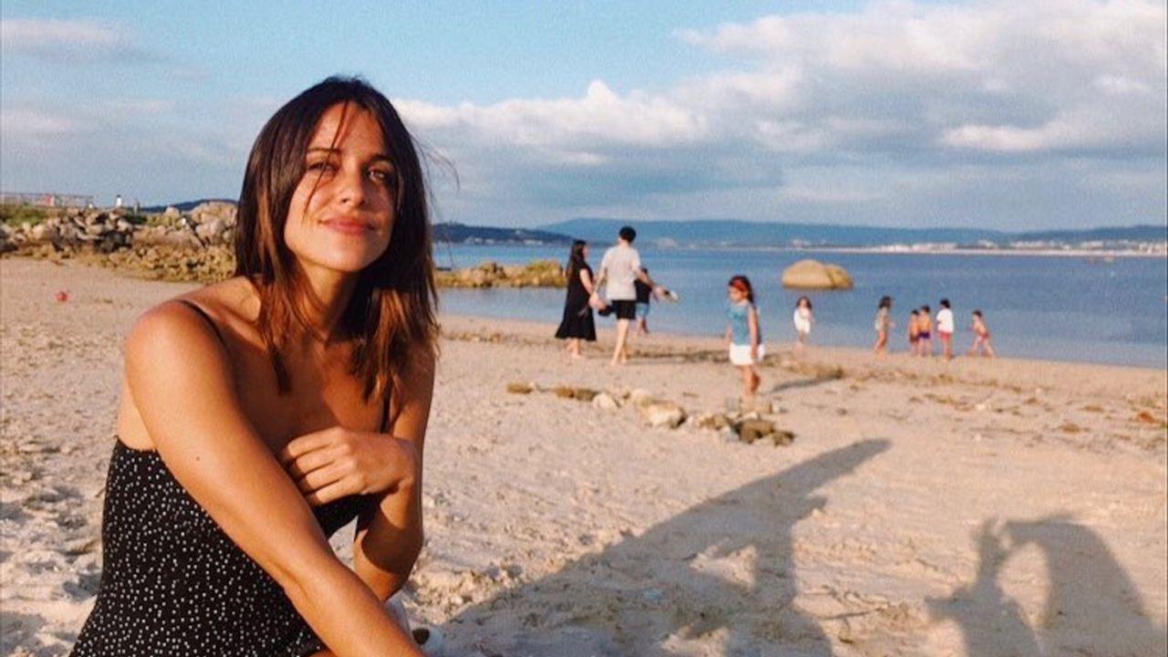 Estos rincones gallegos sí que son de película.La actriz Macarena García en San Vicente do Mar