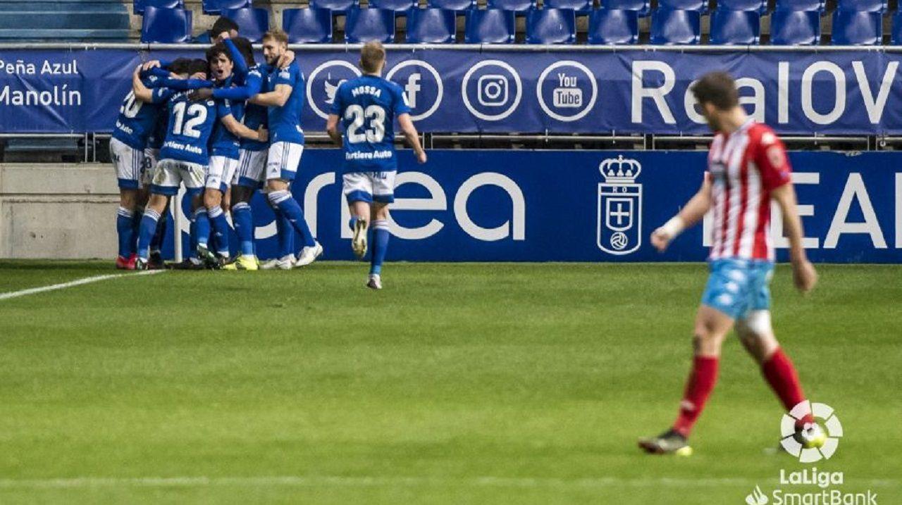 Los jugadores del Oviedo celebran el 3-1 al Lugo