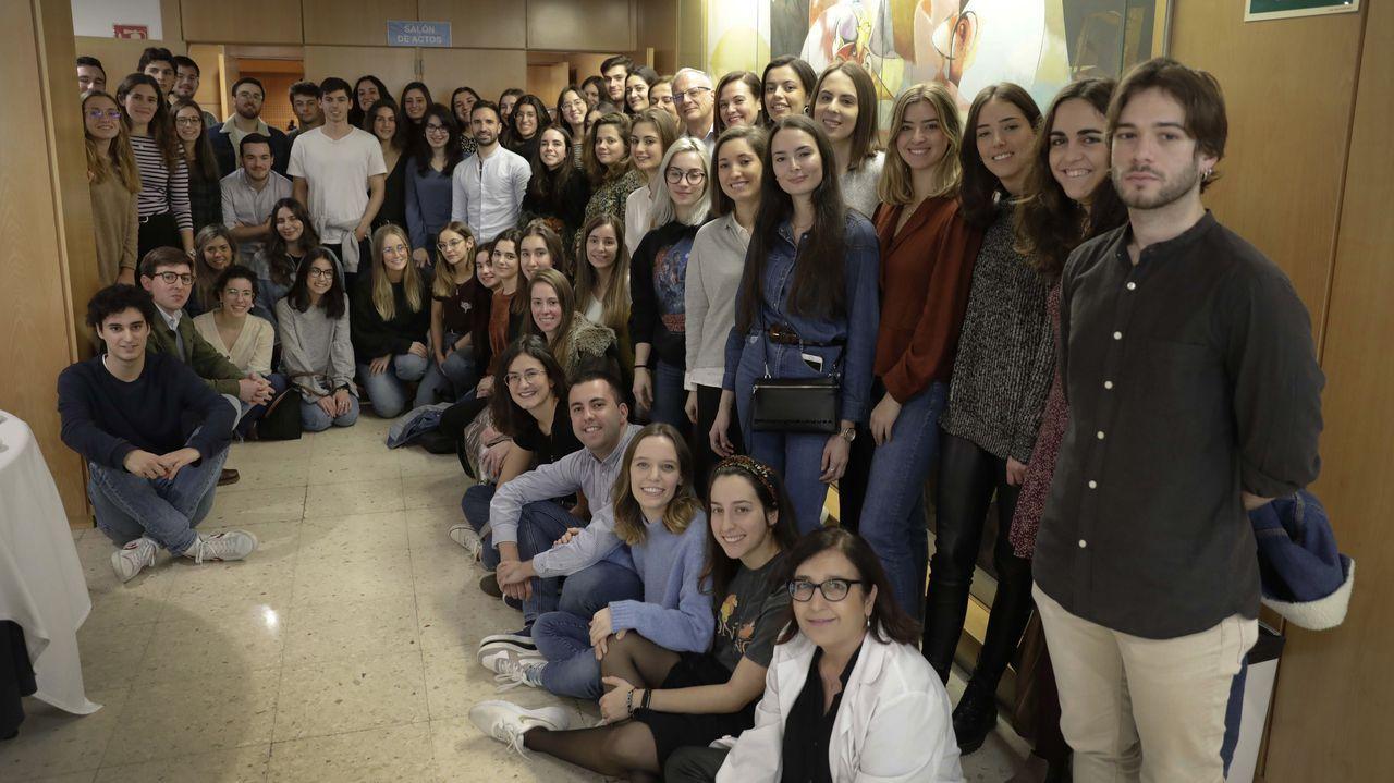 La doctora Nuria Valiño, realizando una ecografía en el materno-infantil Teresa Herrera de A Coruña