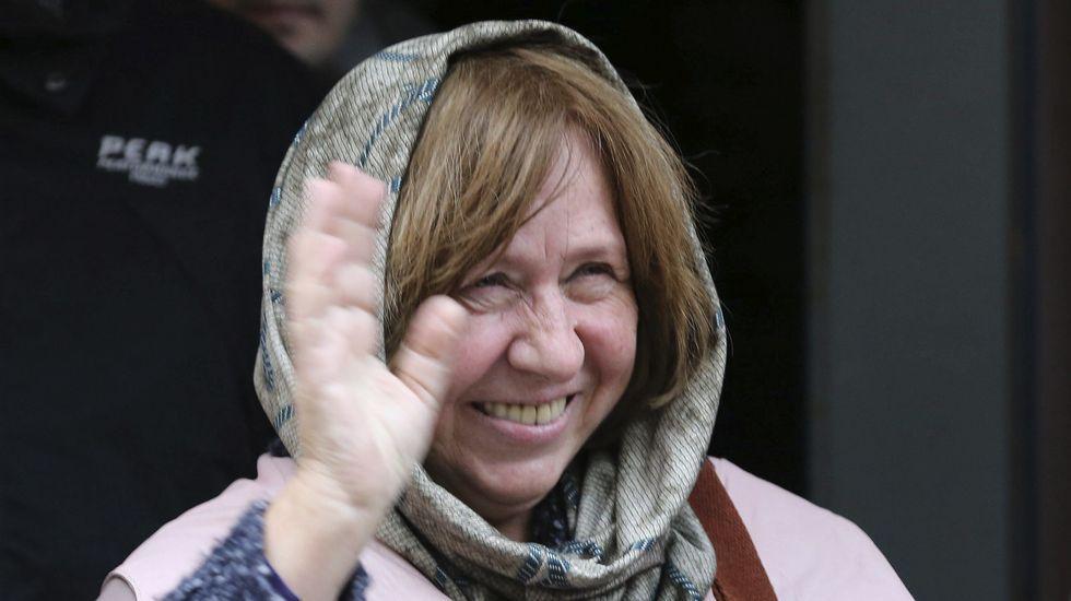 Svetlana Alexievich, Nobel de Literatura 2015.Ameixeiras, no centro da imaxe, na presentación en Ourense