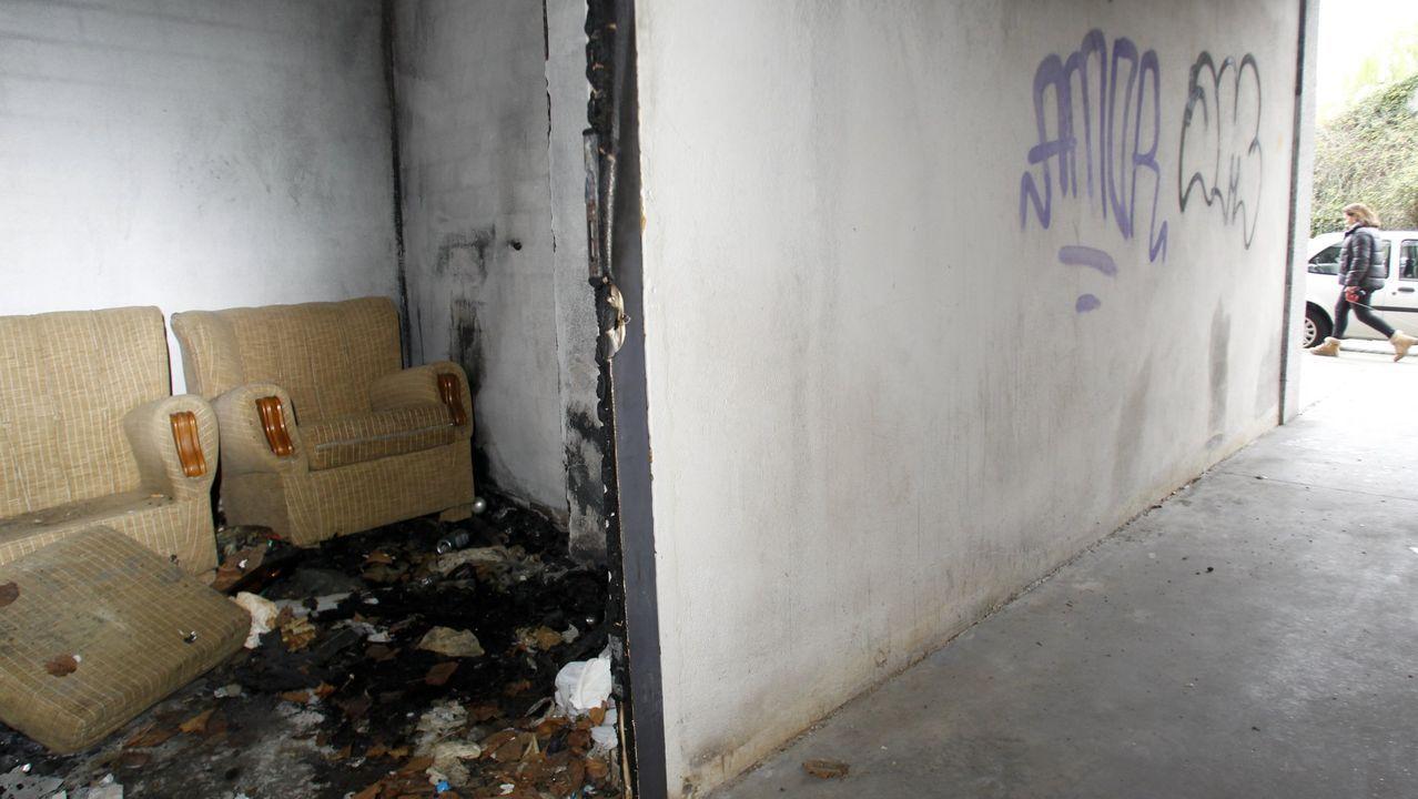 Así está por dentro el bloque de viviendas okupado en Catabois