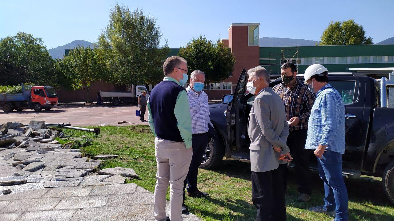 El alcalde Julio Álvarez supervisó el inicio de las obras junto con los técnicos municipales