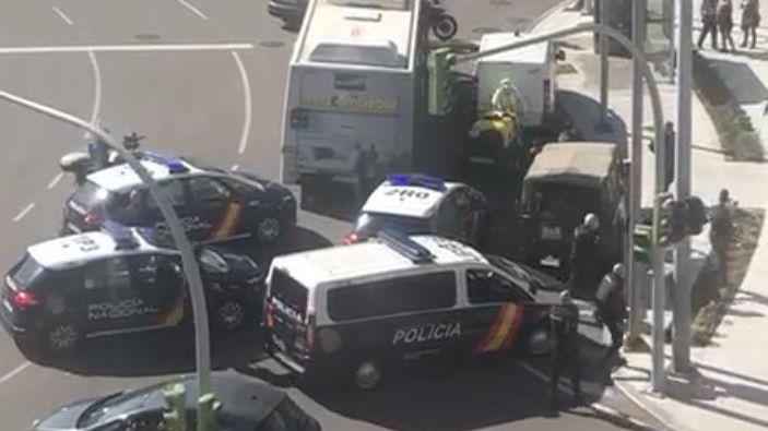 Detenido un hombre con 33 arrestos por agredir con un palo a militares en Vigo.COMARCAS | Lucha contra la plaga de avispa velutina