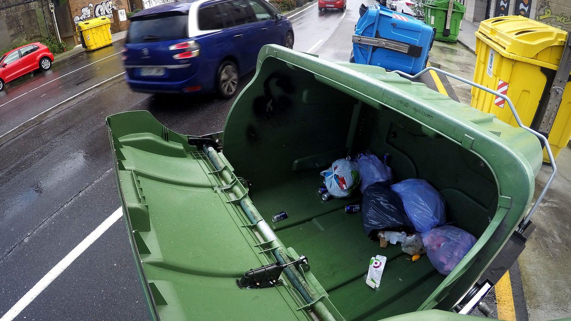 Contenedores tirados en Vigo