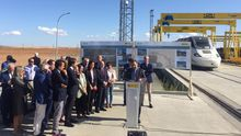 En la imagen, acto del ministro Ábalos para recorrer en un tren con tracción diésel el tramo entre Zamora y Pedralba, que finalmente se inaugurará la próxima primavera.