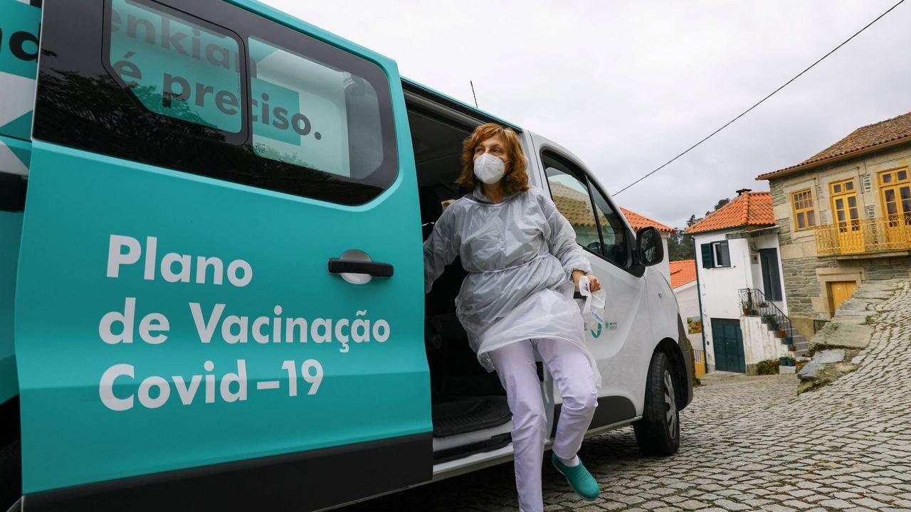 En el Hospital Público da Mariña siguen con las vacunaciones masivas.Folleto promocional del viaje a Rusia para recibir las vacunas