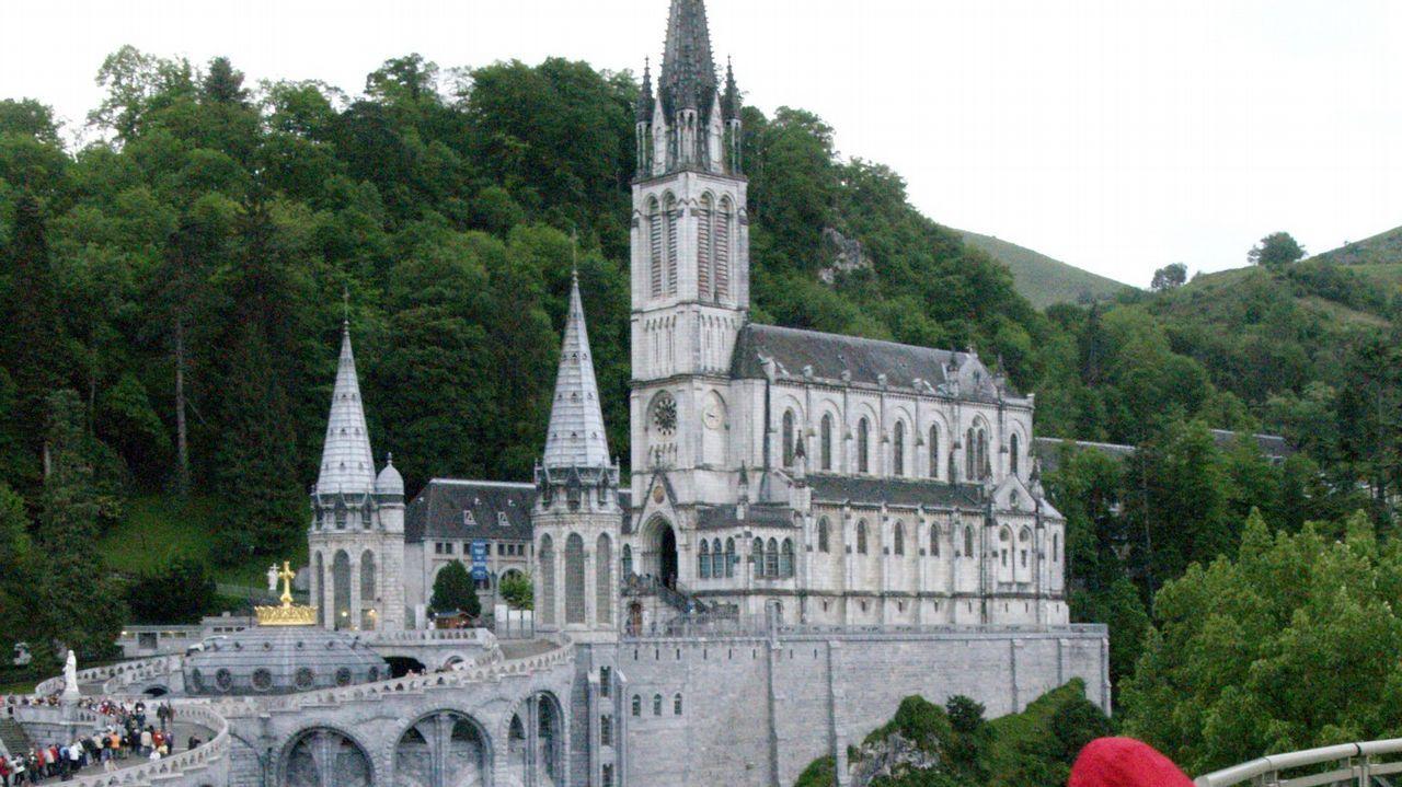El papa Francisco pone freno al negocio en el santuario de Lourdes.El exnuncio del Vaticano en España, Renzo Fratini