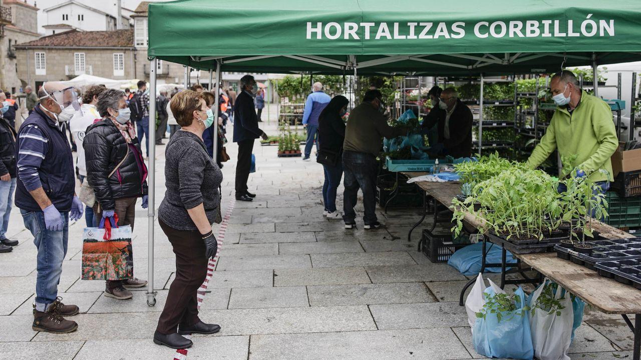 Muere tras caer su coche desde el garaje, en un primer piso, a la calle.Uno de los puestos habituales, de hortalizas, volvió al mercado de los jueves de Celanova.