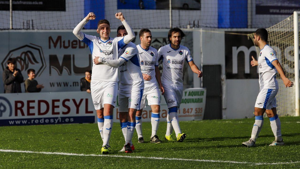 Los 155 de Cádiz consiguieron por fin entrar al Carranza.La plantilla del Real Oviedo celebra el ascenso a segunda división