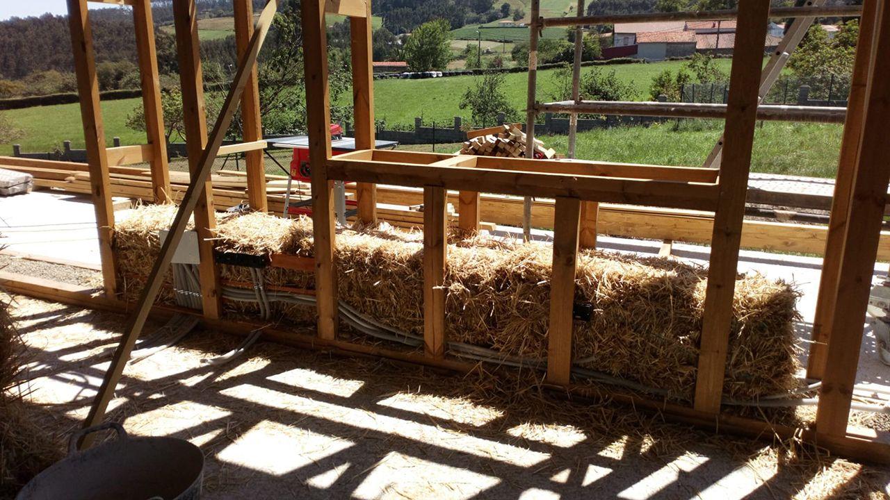 Así está construyéndose la primera casa pasiva low cost de Asturias.La playa de San Lorenzo, en Gijón, este mediodía captada por una cámara de vigilancia