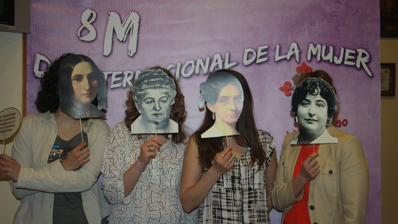 El Lar Gallego celebró un «photocall» con rostros de mujeres que han hecho historia