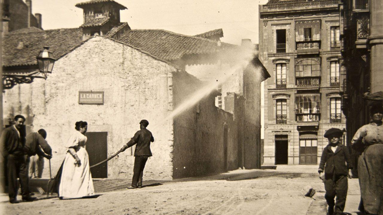 La historia de la higiene urbana de Gijón, en imágenes