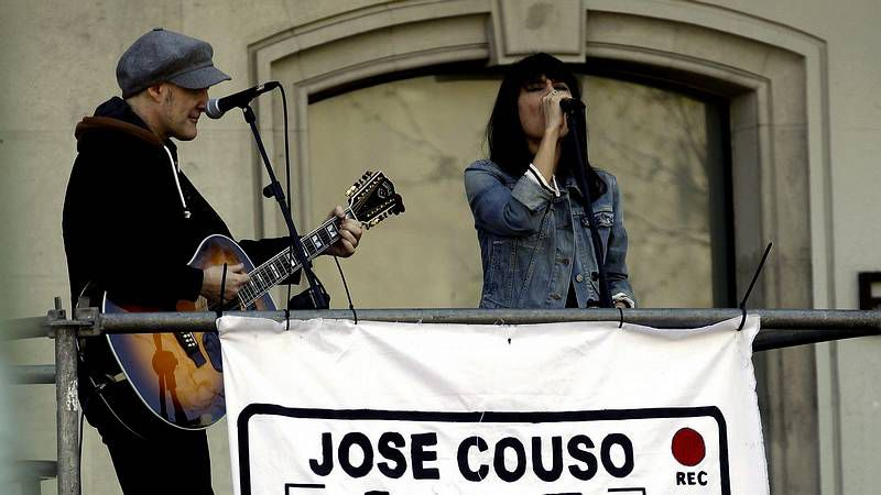 Xoel López recogió diferentes escenas de la ciudad en  Tierra .El grupo Delafé y las Flores Azules, en una de las actuaciones estelares de la primera jornada del Noroeste Pop Rock.