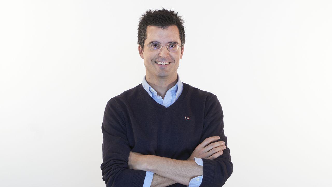Borja Verea Fraiz, número 11 del PP por A Coruña. Nació en Santiago de Compostela en 1980. Tiene una licenciatura en Derecho de la Universidad de Deusto, una maestría en Administración Local de la Universidad de Santiago de Compostela (USC) y un doctorado en Derecho de la USC. Secretario General Técnico de la Consellería de Economía, Empleo e Industria y portavoz del PP en Santiago de Compostela.