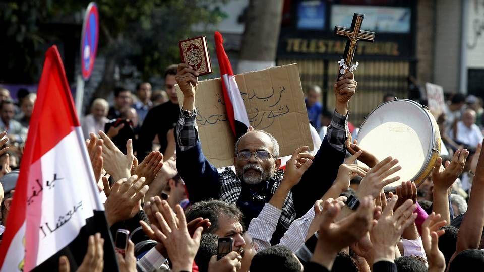 Miles de opositores egipcios protestan en la plaza Tahrir contra el decreto del presidente Mohamed Mursi