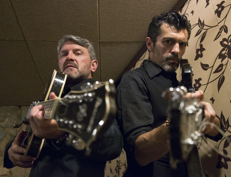 «Método criminal»: adrenalina, crímenes, glamur y mucho humor negro.Luis Iglesias y Xabier Deive traen esta noche su comedia «Sede de mal» a Rodeiro.