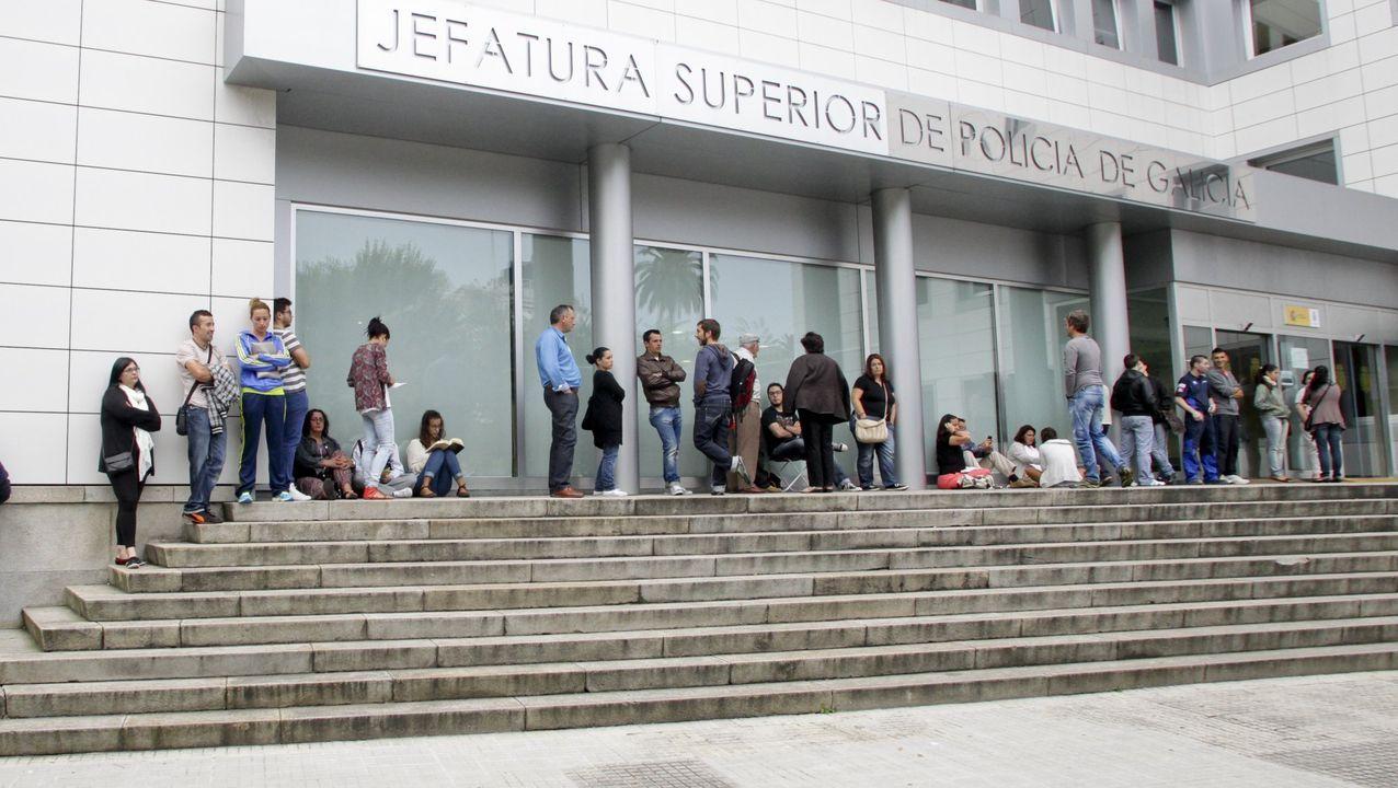 Reparto de mascarillas en Lugo de Llanera.Imagen de archivo de un pleno celebrado en el concello de Lalín