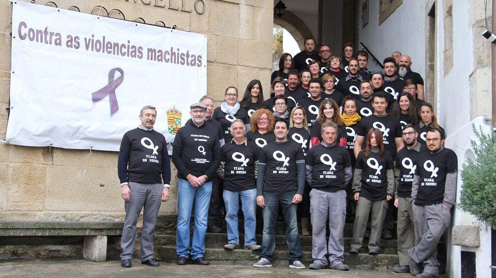 25N.En Viana do Bolo hubo una concentración en el consistorio