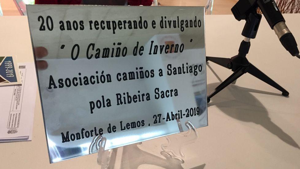 La placa que la asociación intentó sin éxito que se instalase en el tramo urbano del Camino del Invierno