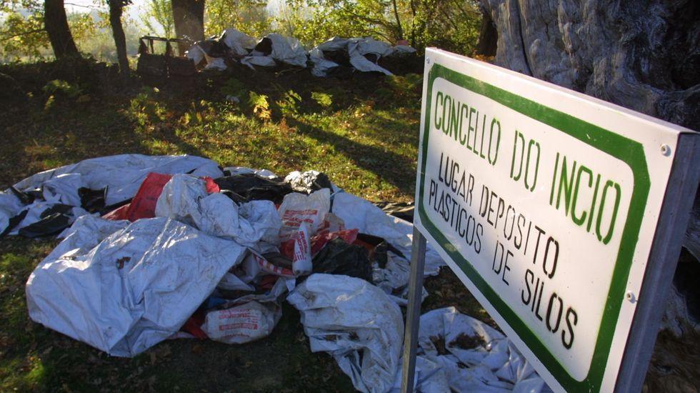 Las fotos de la ruta entre Samos y O Courel.Imagen de archivo del punto de depósito de plástico de la parroquia de Eirexalba, en O Incio