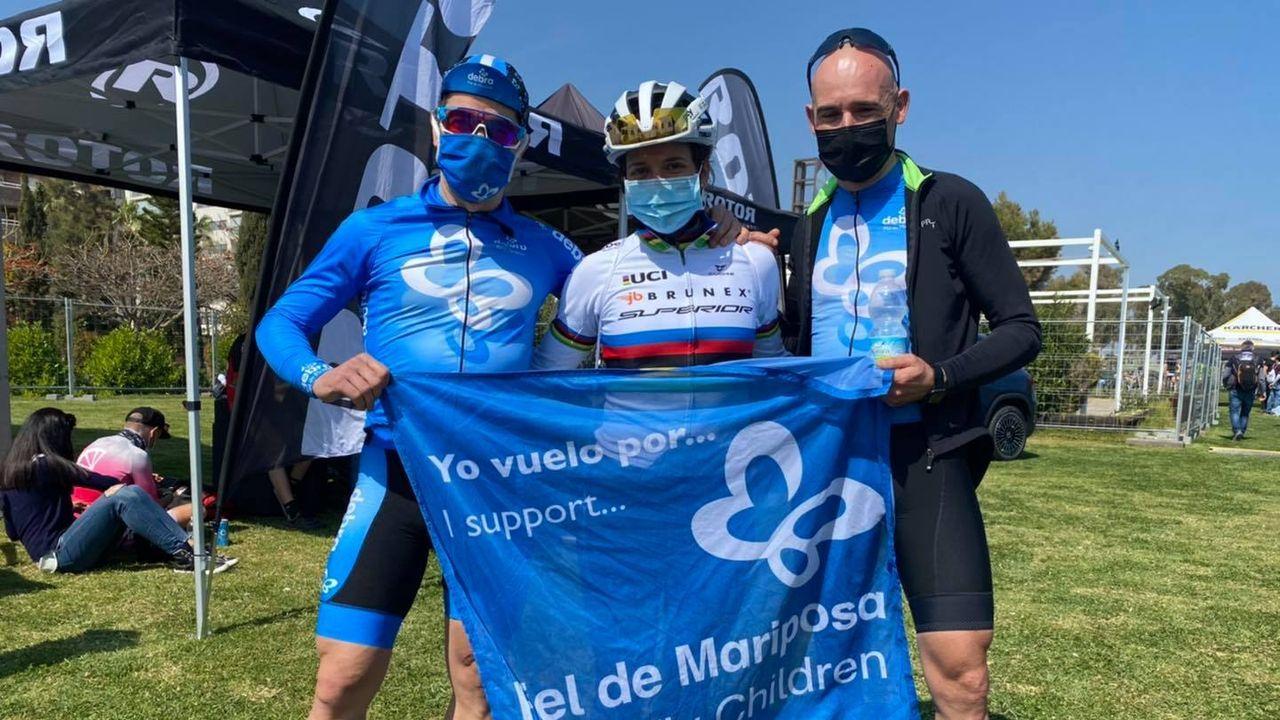 Los mariñanos, con la campeona del mundo de BTT maratón Ramona Forchini