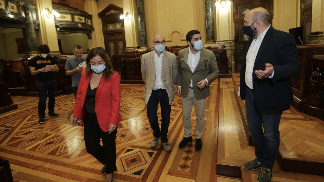 Mónica Martínez, concejala que acaba de dejar Ciudadanos, junto a la alcaldesa Inés Rey y el portavoz del gobierno local, José Manuel Lage, en imagen de archivo