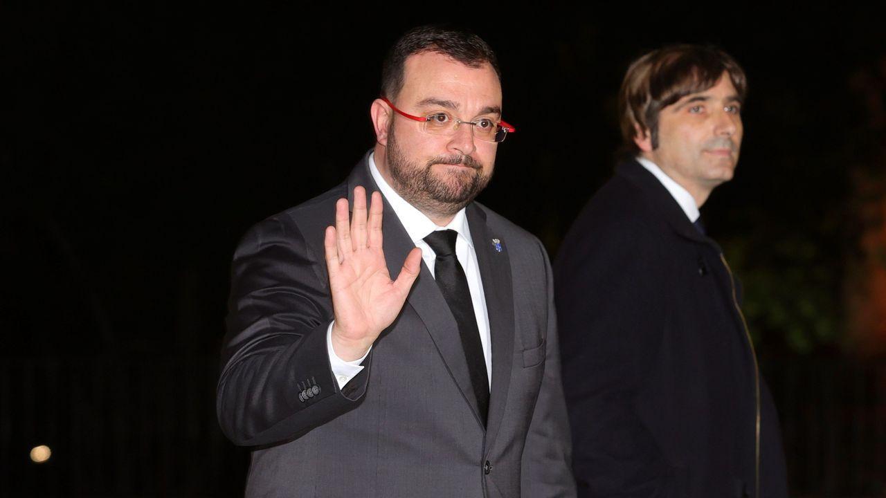 El presidente del Principado de Asturias, Adrián Barbón, asiste este miércoles al funeral del empresario Plácido Arango, fallecido el pasado 17 de febrero a los 88 años. EFE/JUANJO MARTÍN