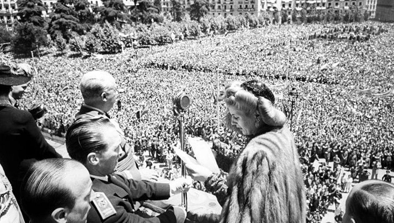 Eva Duarte de Perón, Evita, junto a Francisco Franco en la plaza de Oriente, durante la visita de Estado a España de los gobernantes argentinos en junio de 1947