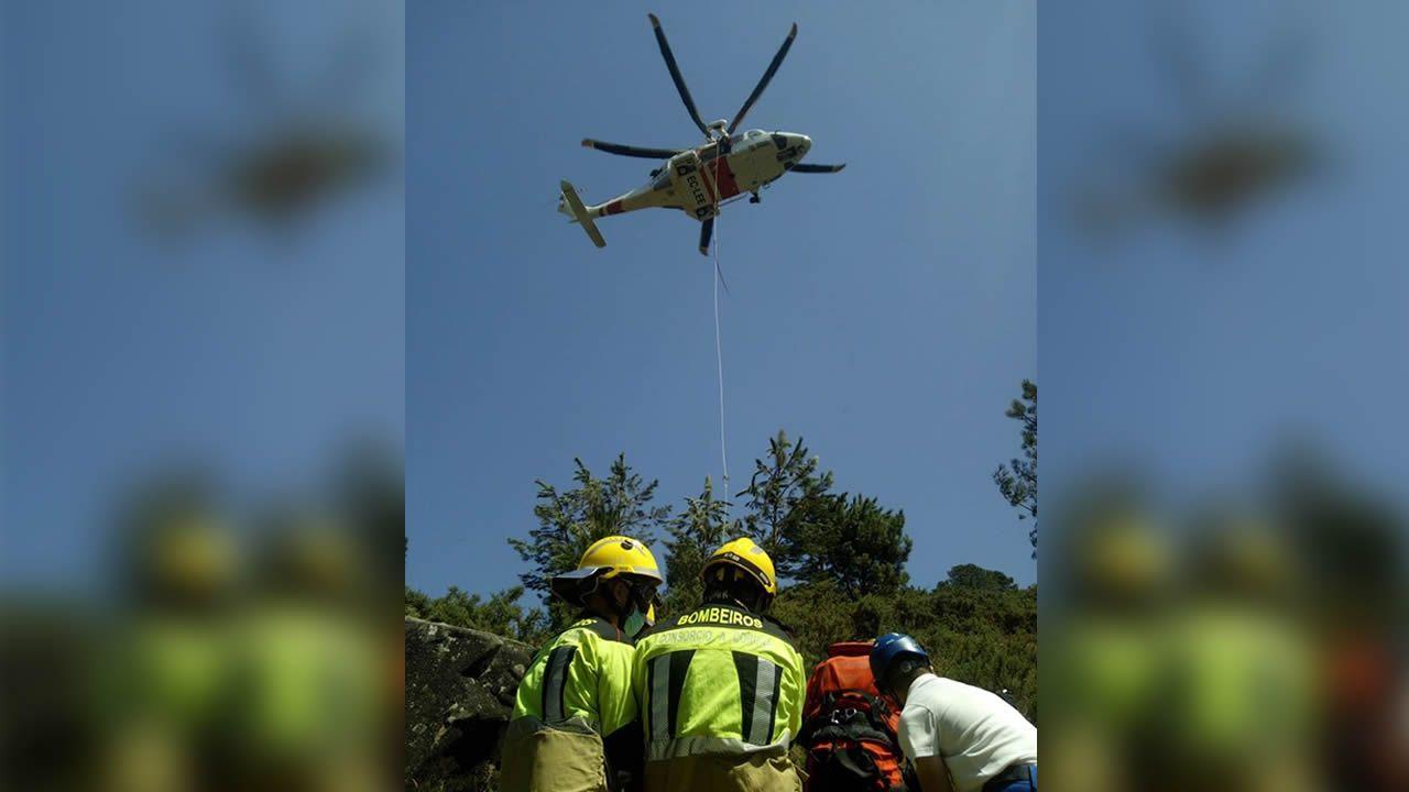Siete incendios en menos de doce horas cercan Cotobade.Los servicios de emergencia tuvieron que rescatar el miércoles a un hombre que se había roto un tobillo y tuvo que ser trasladado en helicóptero