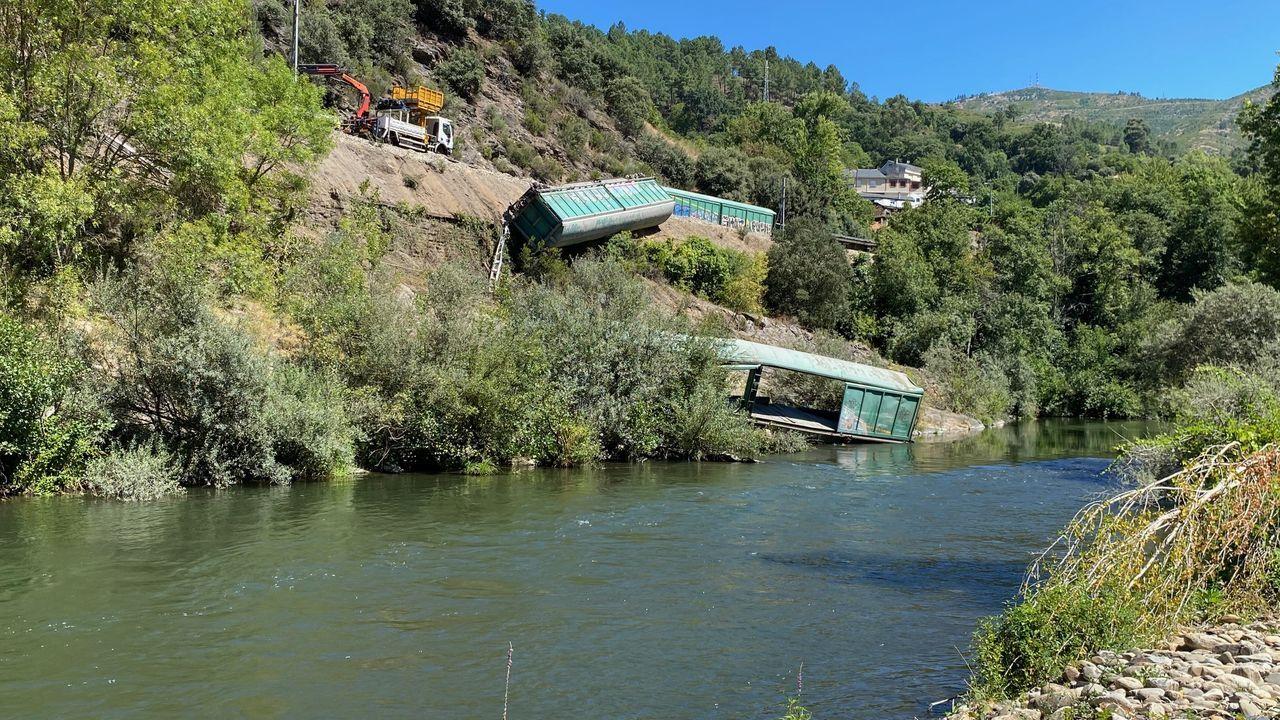 Así quedaron los vagones tirados al río Sil