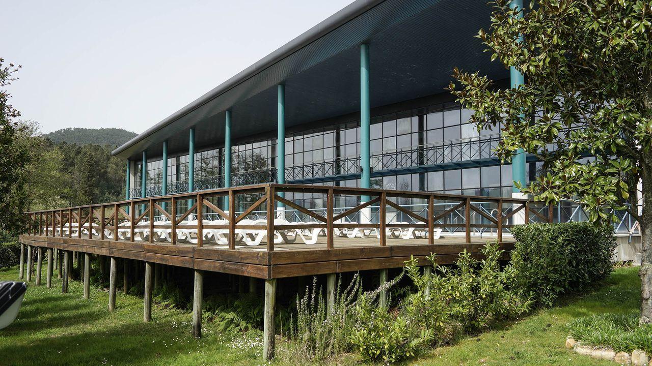 Caldaria reabre sus balnearios en Ourense.Protección Civil de Maceda desinfecta cada día al son de la música