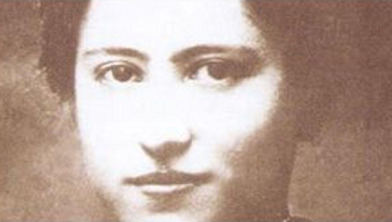 mujeres.MARÍA MIRAMONTES. Activista del Estatuto de Autonomía. Sin los ingresos de su negocio de telas en Panadeiras, no existirían las editoriales Lar y Nós. Formó parte de la directiva de As Irmandades da Fala y de la comisión del Estatuto de 1936. Su marido fue Ánxel Casal.