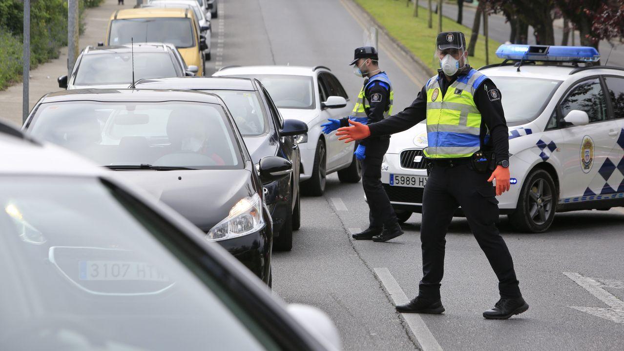 Un fallecido en un nuevo accidente en el corredor Lugo-Monforte.Control de la Guardia Civil en una carretera de la provincia de Pontevedra