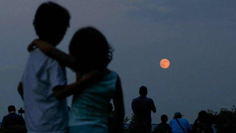 Así brilló la superluna.Las lágrimas de San Lorenzo son seguidas cada año por multitud de estudiosos y aficionados.