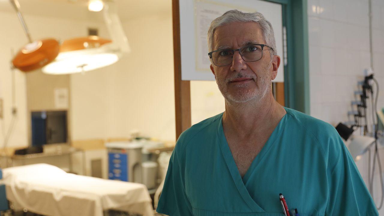 El médico y la enfemera del servicio de ADO se trasladan a los domicilios de los pacientes en un turismo que está aparcado en el HCV