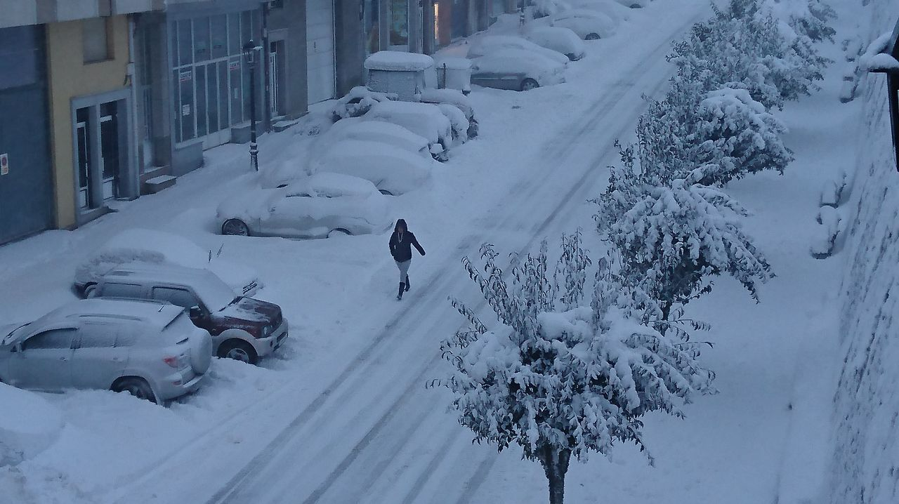 La nieve vuelve a la ciudad.Esta mañana, en A Fonsagrada