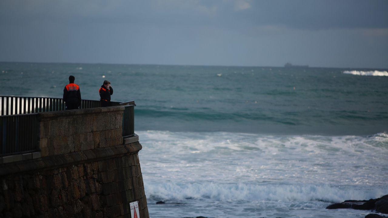 Imágenes del segundo día de búsqueda cuando las condiciones del mar impidieron dar con el cuerpo de la ourensana