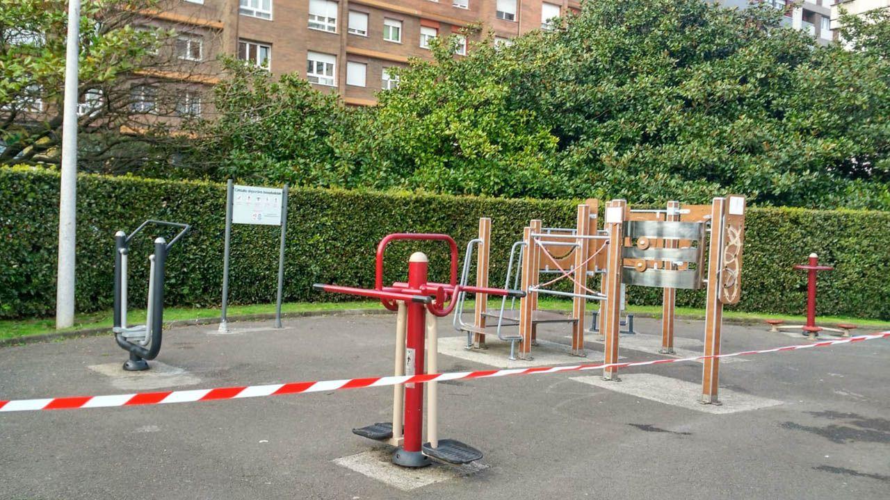 Parques infantiles clausurados en Oviedo y Gijón.El HUCA