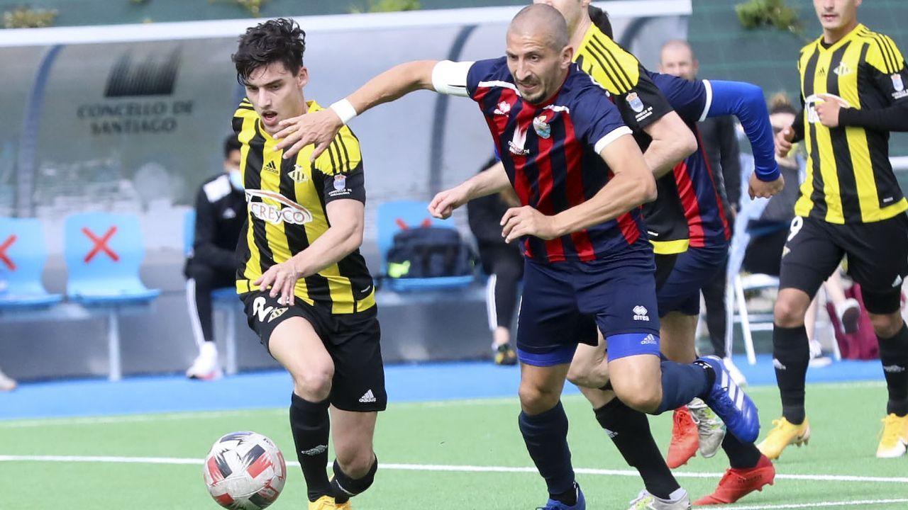Las imágenes del histórico ascenso del Arousa.El equipo local no pudo pasar del 1-1 ante el Juvenil de Ponteareas