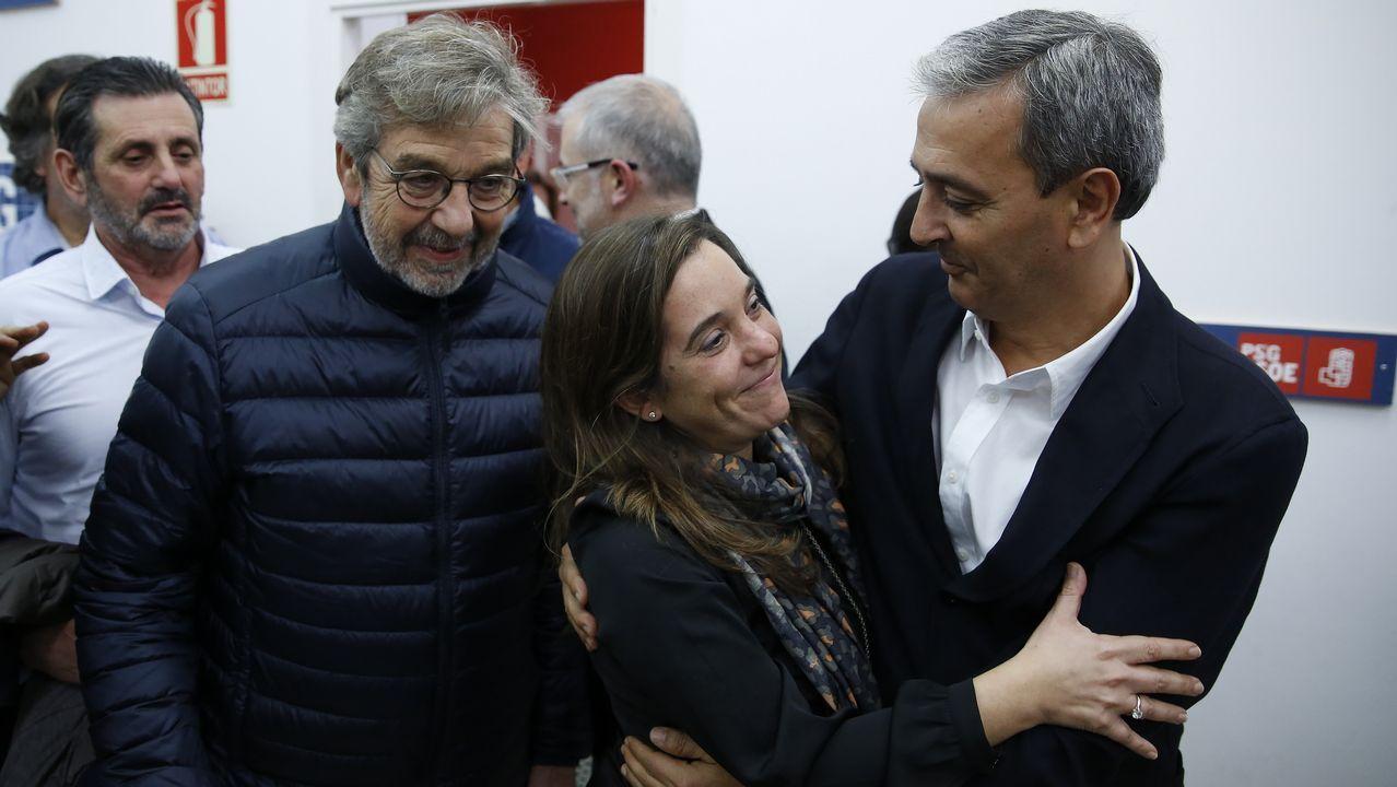 Contracomisión de sanidad para darle voz a las «vítimas» del Sergas.Inés Rey, abogada, ayer en la plaza de Lugo de A Coruña
