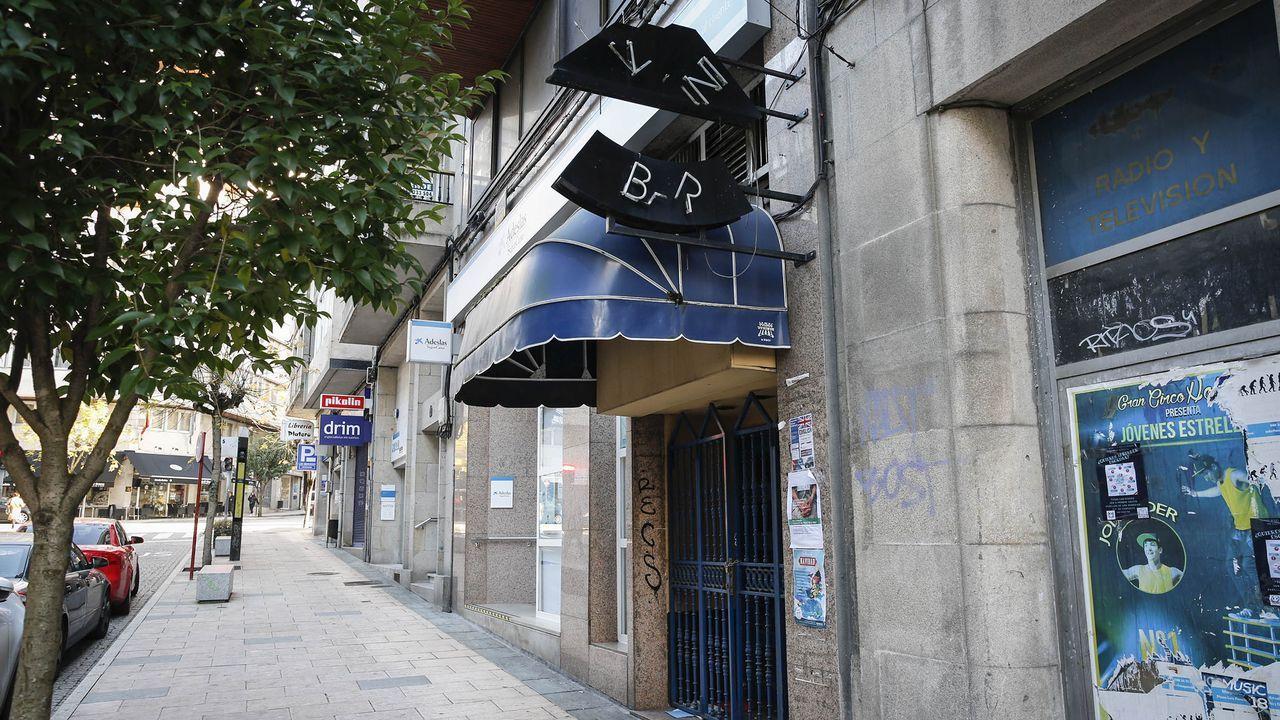 Comadres.El Mini Bar, en la esquina de Bedoya y Valle Inclán se llenaba cada fin de semana a principios de siglo