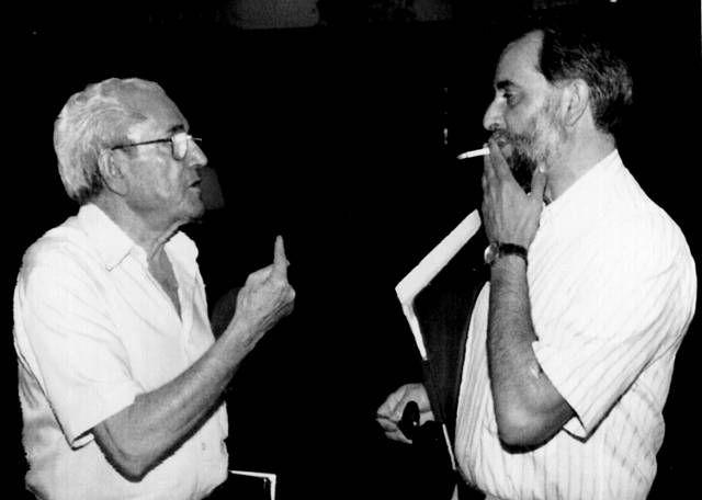 Su compromiso con el socialismo le llevó a ingresar en el PCE  y en 1985 formó parte del grupo que fundó IU. En la imagen, Marcelino Camacho conversando con Julio Anguita.