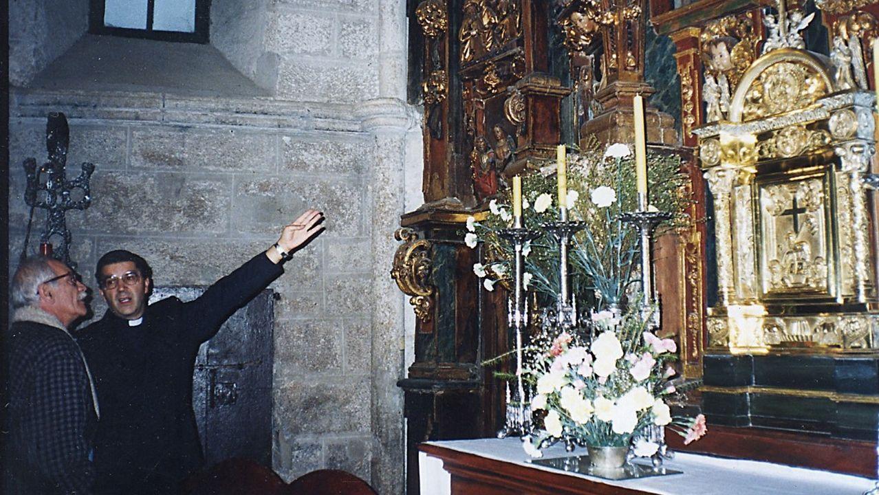 Erik el Belga con el cura de Santa María del Azogue en 1993