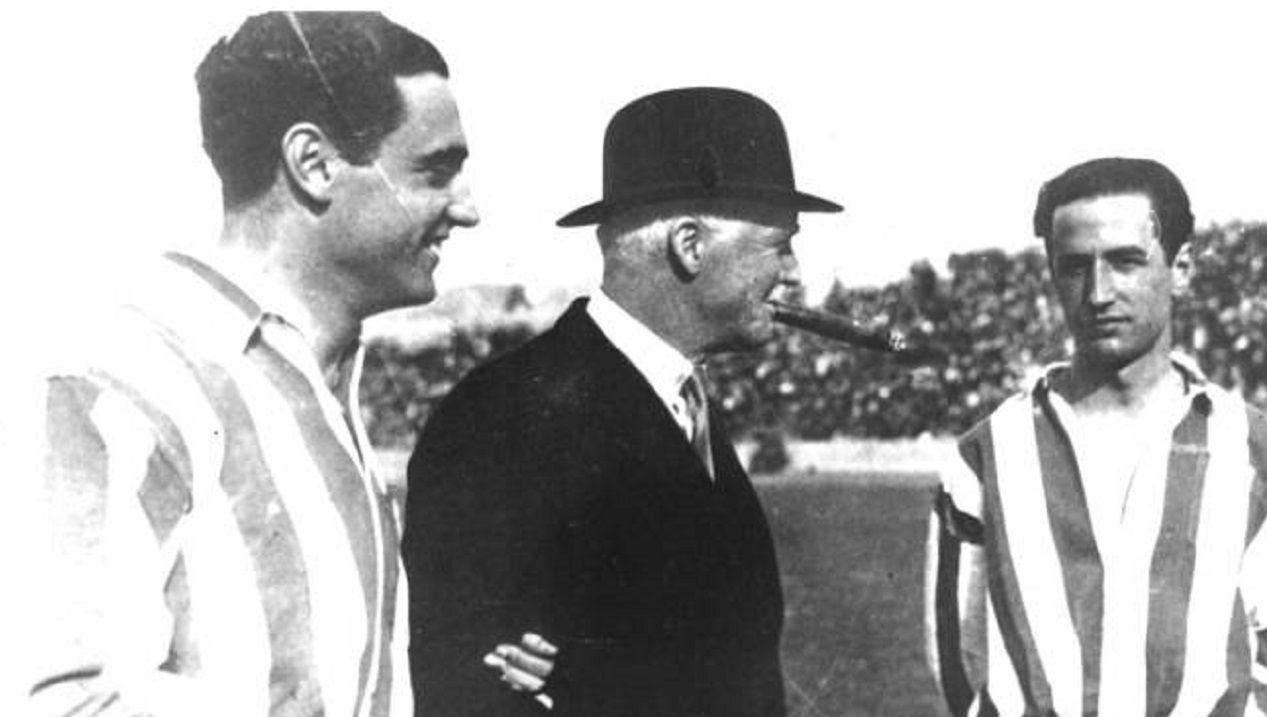 Frederick Pentland, bombín y puro en boca, durante su etapa anterior al Real Oviedo