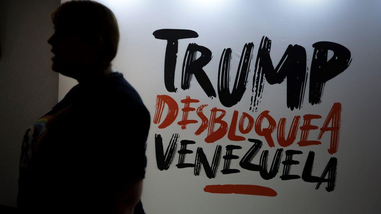 Guaidó: «Espero que la democracia española sea fuerte para hacer frente a la dictadura de Maduro».Pintada en una pared de Caracas
