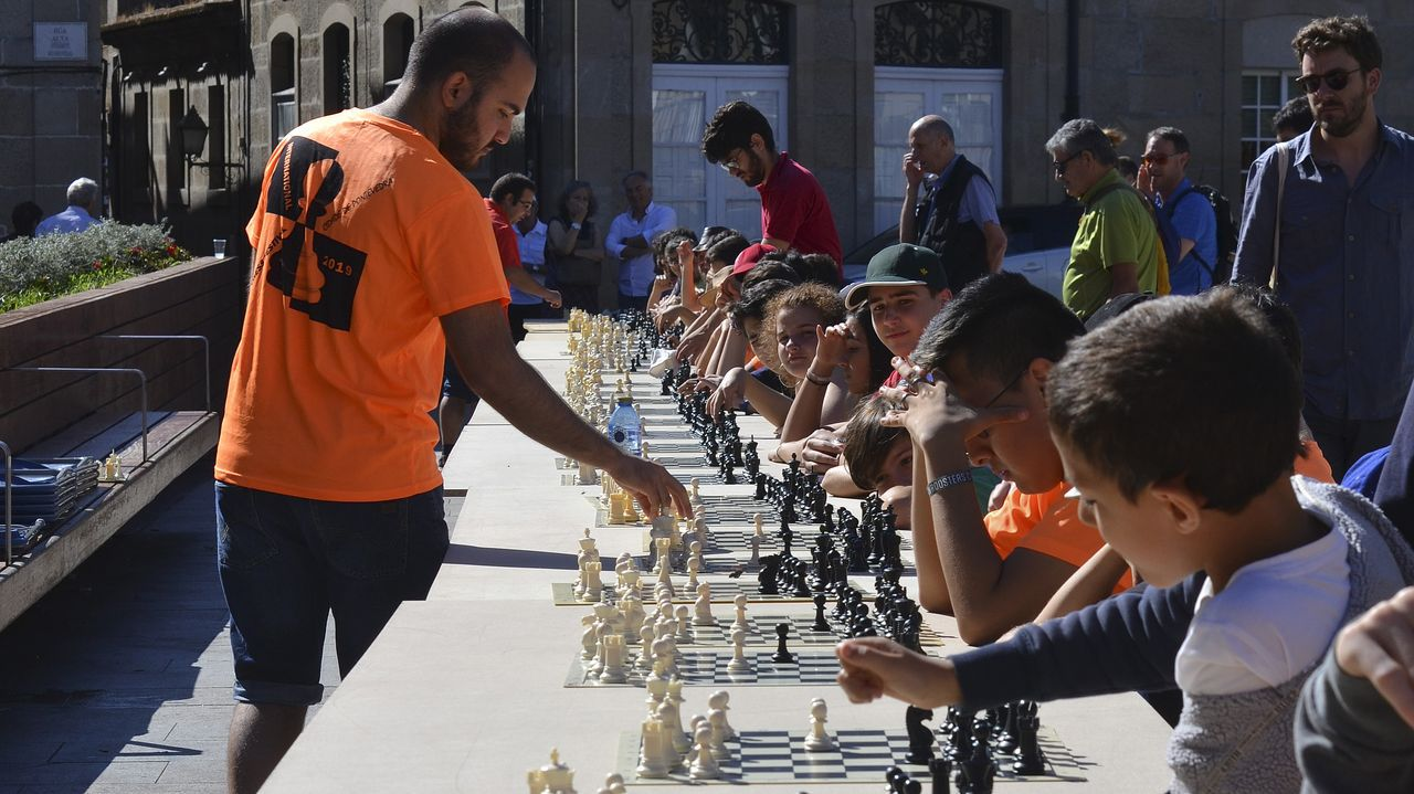 Ajedrez contra campeones en Santa María.Masterclass de Integro en el pabellón