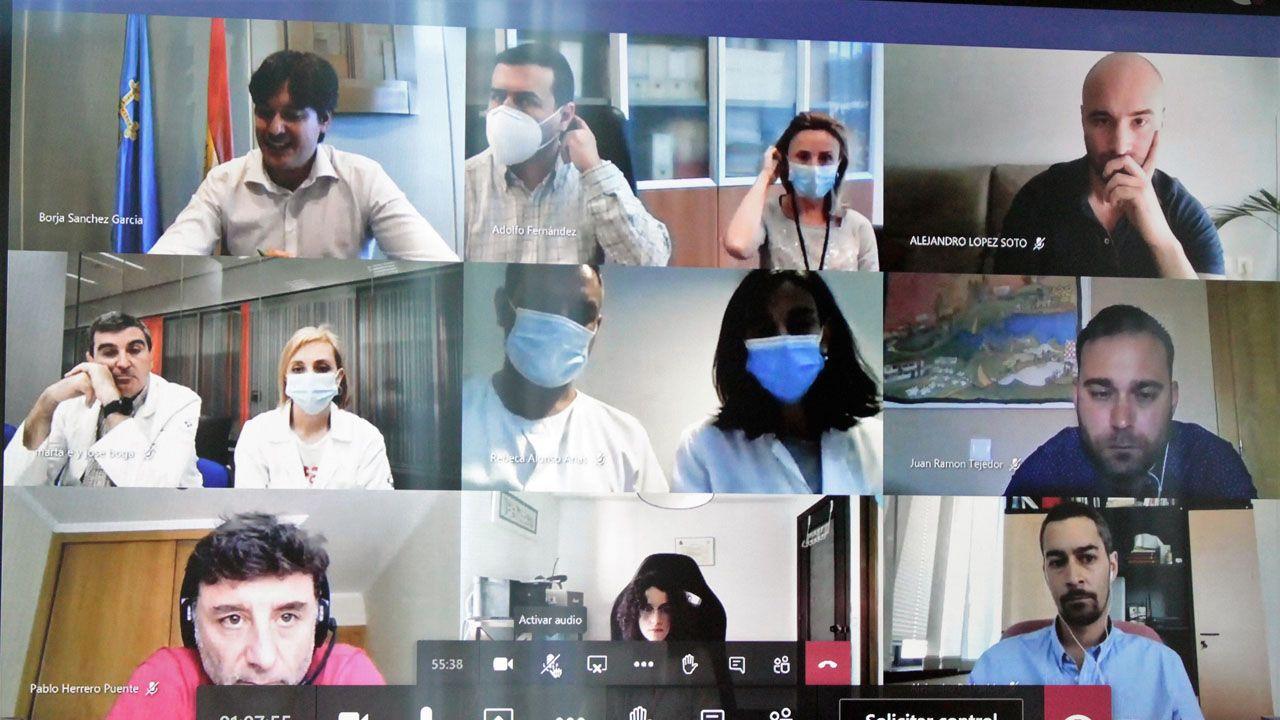 Laboratorio de la Universidad de Oviedo.Reunión del consejero Borja Sánchez con varios científicos