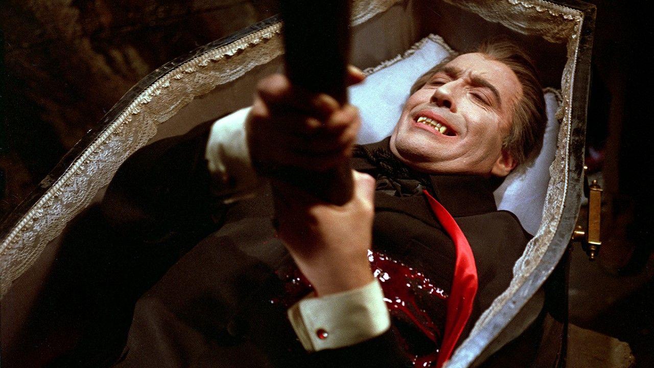 Christoher Lee, en «Drácula vuelve de la tumba»