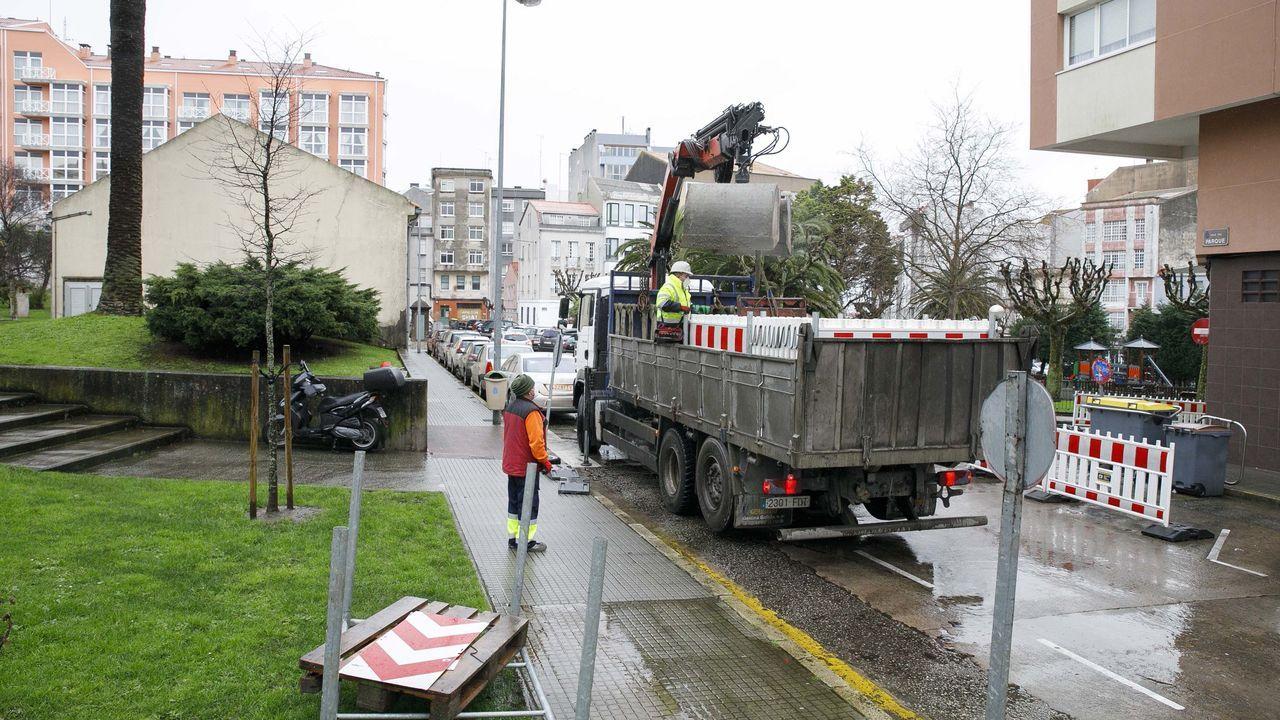Las obras para peatonalizar el lateral de la plaza del parque comenzaron este lunes en A Coruña