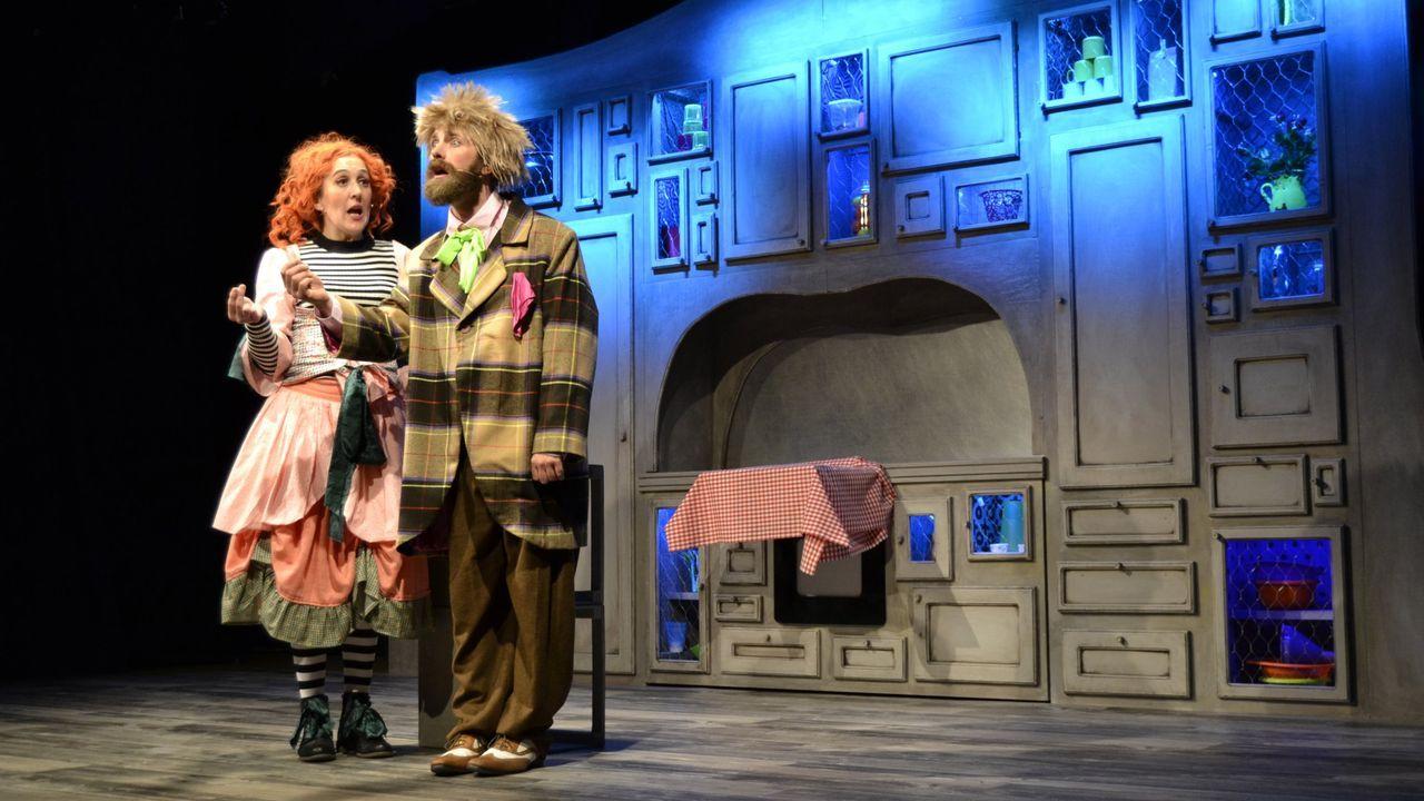 Oliver Laxe presenta un nuevo proyecto en su casa familiar de Os Ancares: Ganadería heroica.«Lambetadas», de Talía Teatro